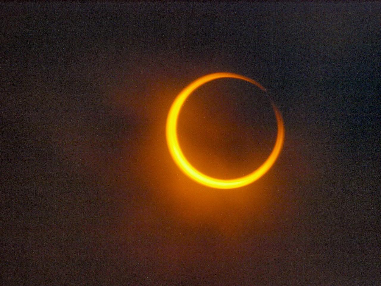 Annulare Sommersonnenwenden-Sonnenfinsternis